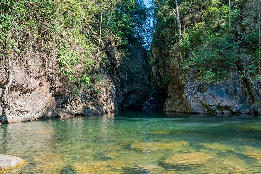 Tang Nam Canyon Pass Khao Sok, Thailand
