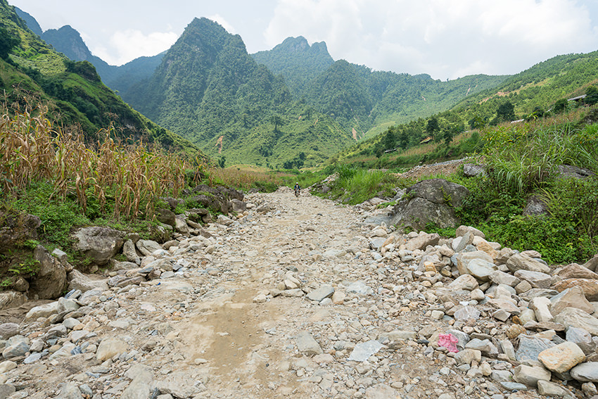 Road Conditions on DT181, Vietnam